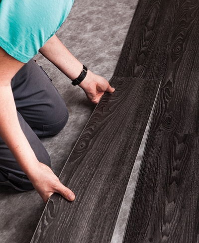 Posa pavimenti vinilici ad incastro surteco design flooring - Piastrelle ad incastro ...
